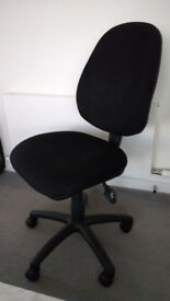 Black Swivelling Fully Adjustable Office Chair