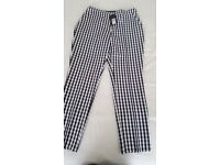 Ladies new with tag 3/4 check trousers