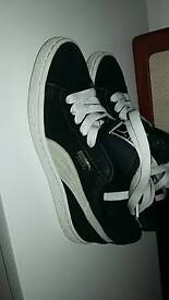 Puma suede black trainers boys girls ladies uk size 5 good condition
