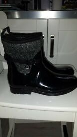 MK short welly boots