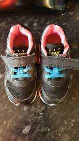 Air Max shoes size 25