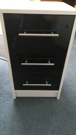New Lindon 3 Drawer Bedside In either Black Gloss and White or Grey Gloss and Oak