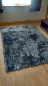 Shaggy grey rug