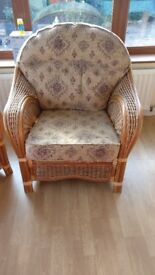 Set of 4 solid Cain chairs