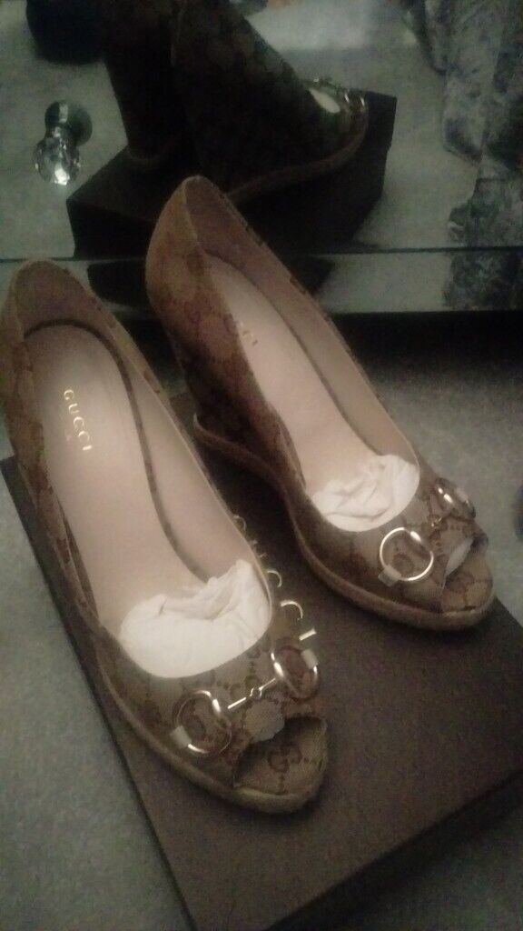 ed5dce12359 Authentic Gucci wedge shoes size 6 mj