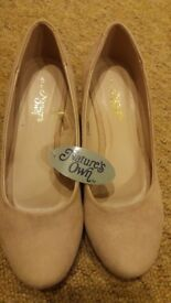 Ladies Shoes Size 5 Comfortable Durable Sparkly Beige Nude or Black Colour New