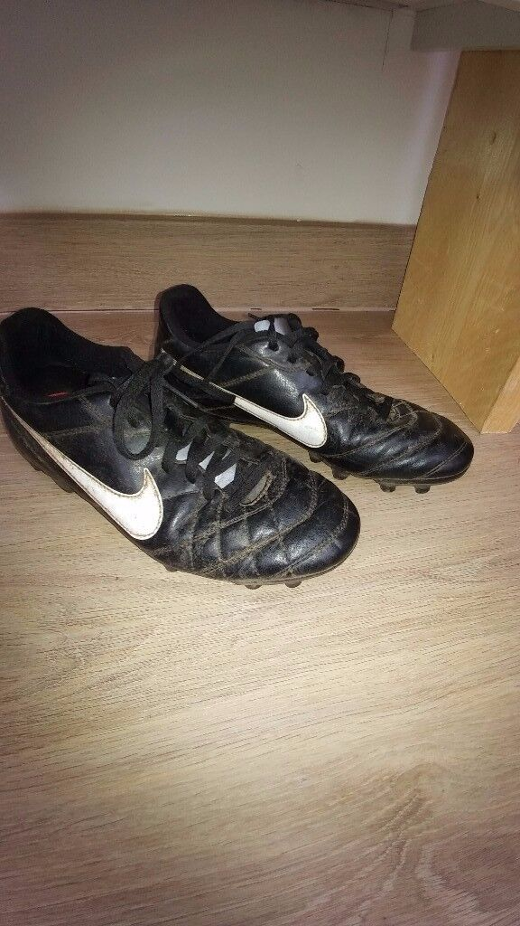 NIKE BLACK AND WHITE FOOTBALL BOOTS