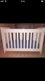 White high gloss cot