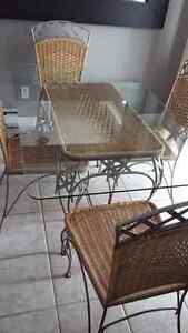 Table vitre/chaise métal/rotin -acheté chez Mobilia -PRIX REVISÉ