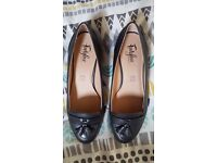 *RRP £45* NEW Marks and Spencer Footglove Wide Fit Leather Block Heel Tassel Loafers - Size 6.5