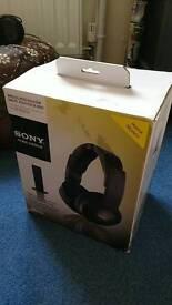 Sony wireless noise reduction headphones. MDR-RF865RK