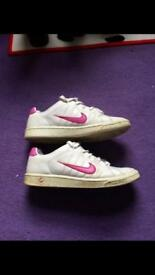 Ladies Nike trainers - size 5.5 - good condition