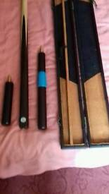 Maple 1 piece cue and case