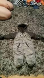 Snow suit 0-3 months