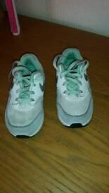 Nike trainers 7.5 2 pairs