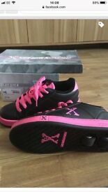Sidewalk girls sports shoes heelys