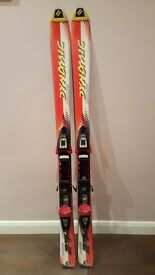 Dynamic racing 27XJ 130cm skis and bindings