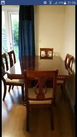Extendable dining table with glass top and 6 comfy chairs