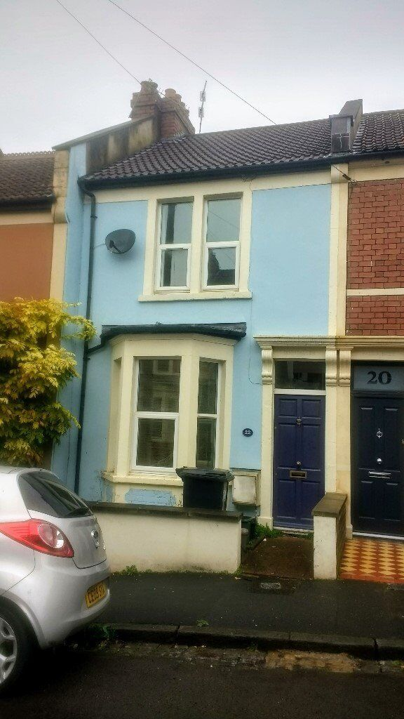Room available in a bright and spacious house in Southville