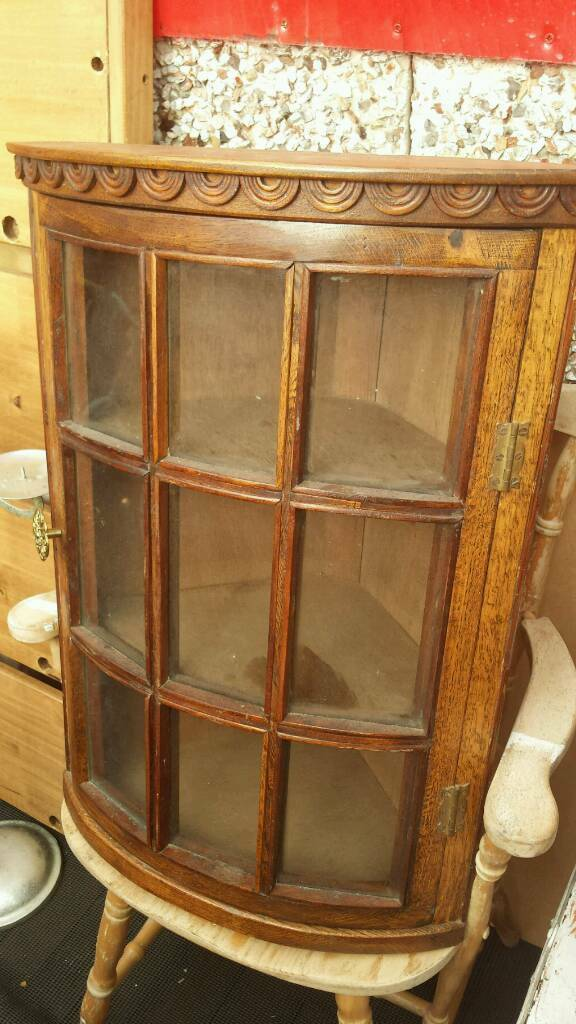 Vintage oak wall mount corner disply unit..stunning condition..