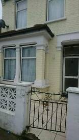 3 double bedroom property available in Manor Park part dss considered