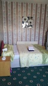 LOVELY, LARGE, CLEAN DOUBLE ROOMS 1 MINUTES TO BRADFORD UNIVERSITY