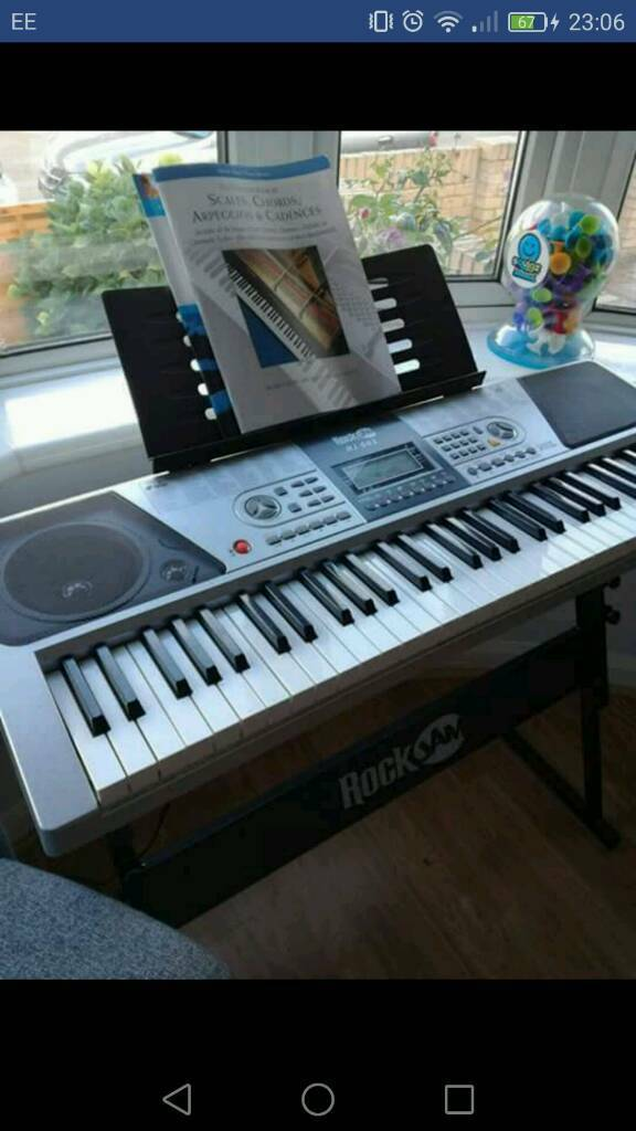 Electronic Keyboard with headphones