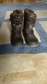 Girls furry brown winter boots