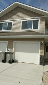 Beautiful 3 Bedroom Town House In Calmar - Move in ready