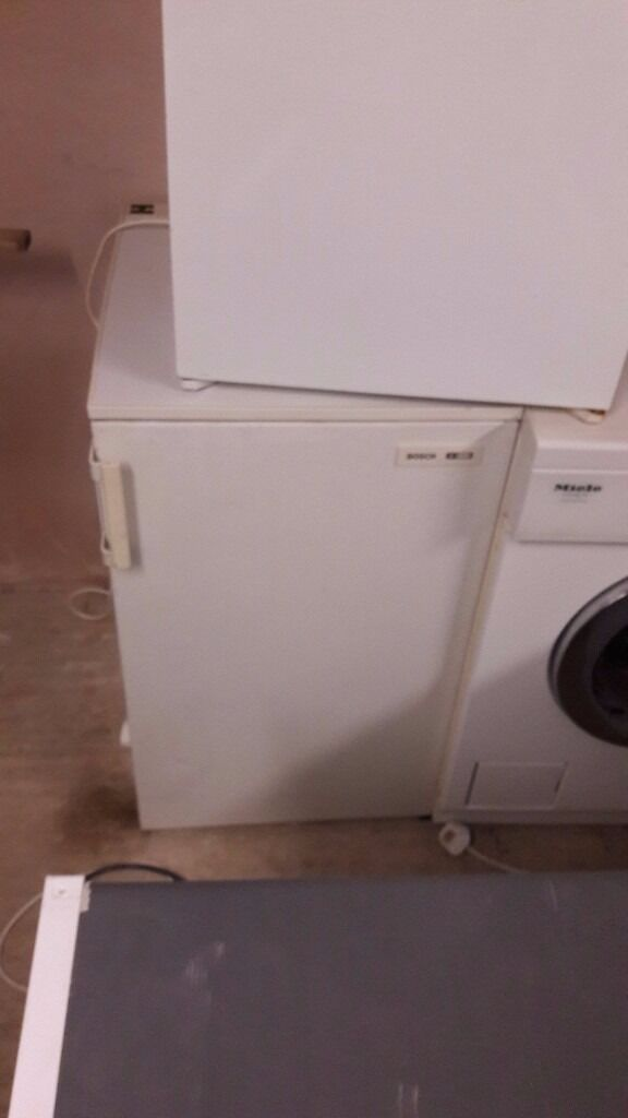 **JAY'S APPLIANCES**BOSCH**50CM**UNDERCOUNTER FREEZER**FULLY WORKING**DELIVERY**BARGAIN**£55**