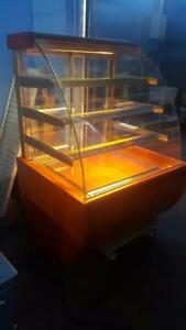 "40"" IGLOO PASTRY DISPLAY CASE ( LIKE BRAND NEW )"