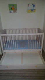 Cot / Toddler bed with drawer + mattress + 3 fitted sheets, Can Deliver and assemble if requested