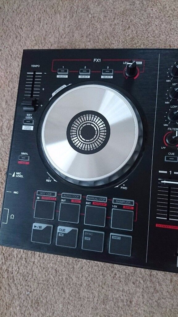 Pioneer DDJ SB2 DJ decks & turntables, includes cables and accessories.