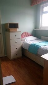 CLEAN SINGLE ROOM AVAIL NOW