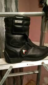 Akito motorcycle boots size 5