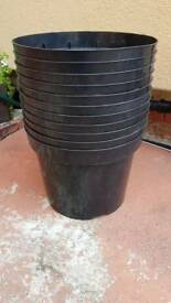 11 pots for £10.Strong plastic plant pot. 10L tub.