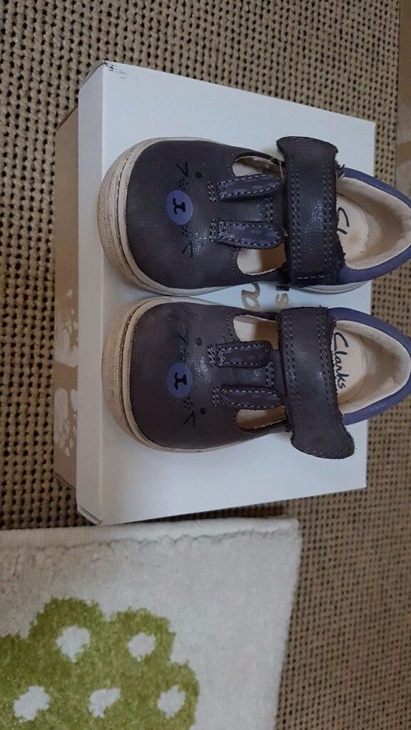 Clarks girls shoes 3.5 f
