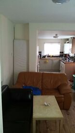 SPACIOUS ROOM IN A 5 BED HOUSE ON GLENROY STREET, ROATH, ONLY £260 P/P PCM AVAILABLE JULY 2017