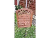 Wooden Garden Gate with Decorative Lattice Top