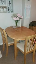 Expanding dining table with 4 chairs