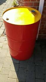 Metal oil drum in like new condition