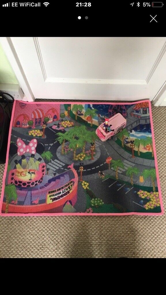 Minnie Mouse play mat with car and figures