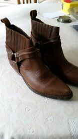 Mens cowboy style boots