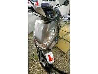 Peugeot kisbee 100 moped scooter 17 plate. Only 120 miles