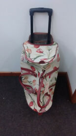 Signare Tapestry Bag Pull Holdall With Wheels. As New With Tags