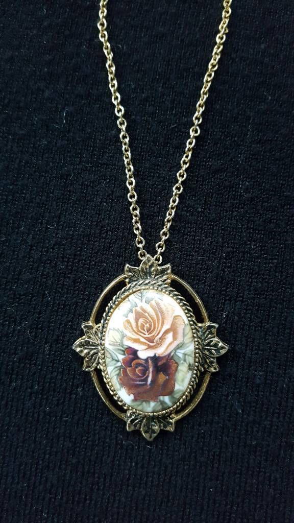 "VINTAGE SARAH COVENTRY ""ROSE MARIE"" PENDANT & CHAIN"