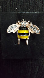 Bee diamanté broach, great stocking filler ! Manchester bee