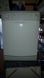 Beko dishwasher in very good condition fully working nice and clean