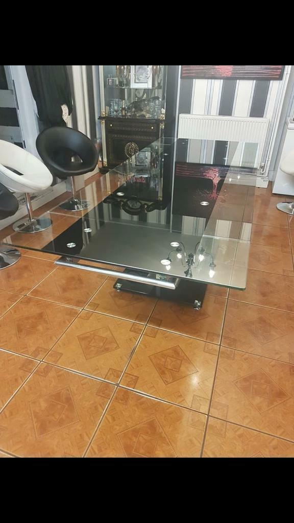 Extending glass table
