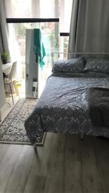 SUBLETTING DOUBLE BEDROOM. Holborn, Central London.